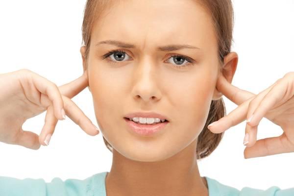 acouphene oreille bouchée